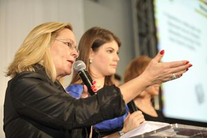 Blog 9 - Auctioneer Leslie Hindman and mistress of ceremonies Gail Simmons