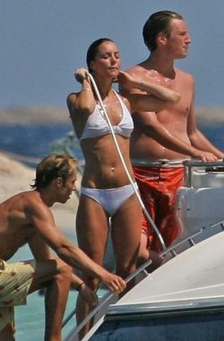 Kate-middleton-and-prince-william-bikini-vacation-photos