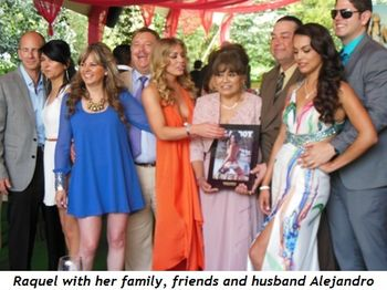 5 - Raquel with her family, friends and husband Alejandro