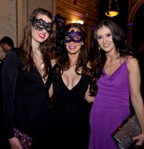 Klaudia Dworzanczyk, Christine Zafiropoulos, Amela Bego