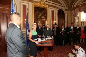 Laura Schwartz speaking on Capitol Hill