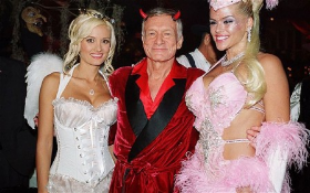 Holly Madison, Hef and Anna Nicole Smith in a vintage Halloween pic.